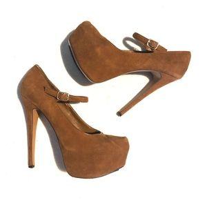 H by Halston brown leather heels size 8